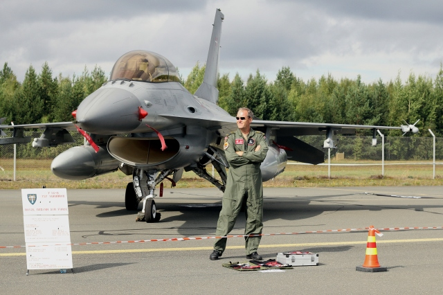 F-16 and crew chief