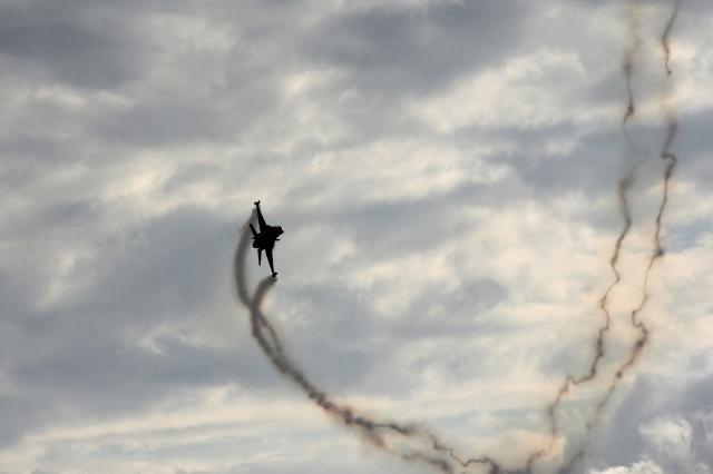 F-16 smoke
