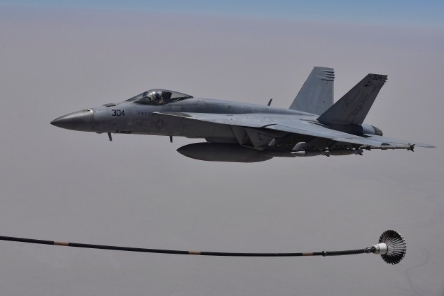 Coalition forces refuel over Iraq between airstrikes against ISIL