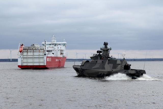 FNS Hanko escorting Kvitbjorn