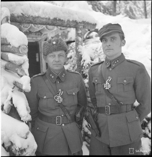 Everstiluutnantti Aho ja luutnantti Toivonen (JR 50) ovat saaneet rautaristin.
